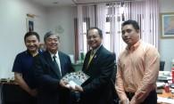 """กิจกรรม """"ส่งมอบหนังสือ CPG-PED ฉบับภาษาไทย ให้กับอธิบดีกรมปศุสัตว์ นายสัตวแพทย์อยุทธ์  หรินทรานนท์"""""""